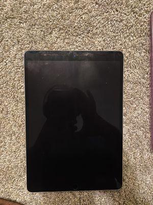 iPad Pro 10.5 (512) memory with apple Keyboard for Sale in Watauga, TX