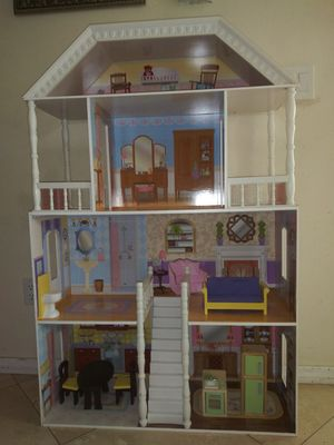Doll house good condition. for Sale in Corona, CA
