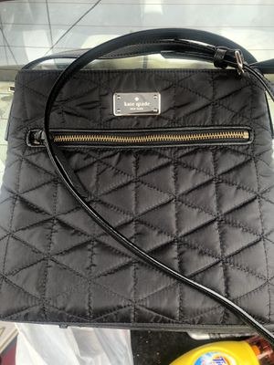 Kate spade crossbody bag color black medium size in beautiful conditions for Sale in Hayward, CA
