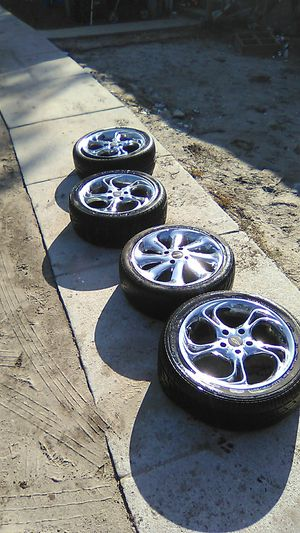 There r 17s 3 rims r five lug one is 4 lug tires r in bad shape for Sale in Wilmington, NC