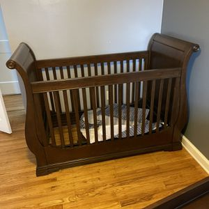 Sled crib and Small dresserw ith changing table for Sale in Ridley Park, PA