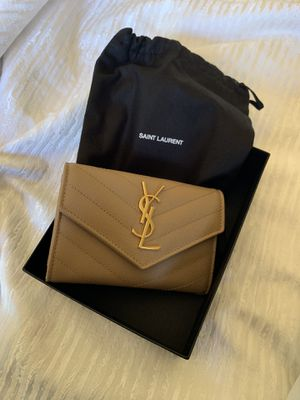 YSL wallet. (Used) for Sale in Newport Coast, CA