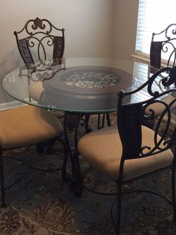 Dining Table For 4, Moving And Don't Have Room For It . Nice Shape for Sale in Murfreesboro,  TN