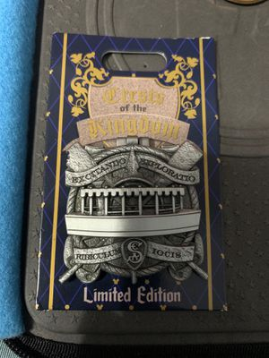 Crests of the Kingdom Disneyland Pin Limited Edition for Sale in Los Angeles, CA