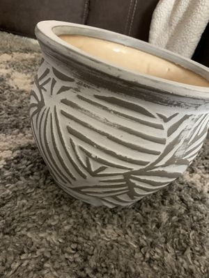 Gray and white pot for Sale in Victorville, CA