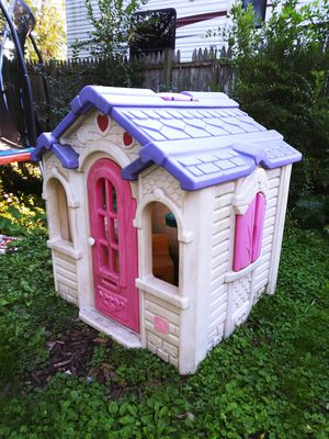 Girls Outdoors Princess House! Collapse and builds fairly easy! Needs a little hose down! for Sale in Joliet, IL