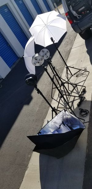 Photographer tripods , 2 single lamp , 3 five lamp w/ reflectors for Sale in San Francisco, CA