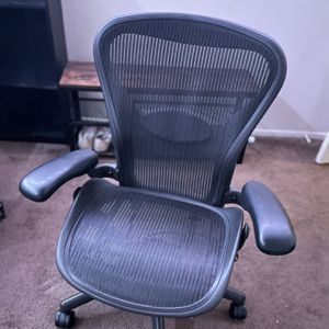 Herman Miller Aeron Chair for Sale in Newport Beach, CA