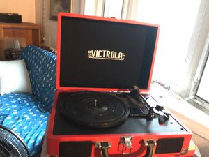 VICTROLA BLUETOOTH TURNTABLE for Sale in Thonotosassa, FL