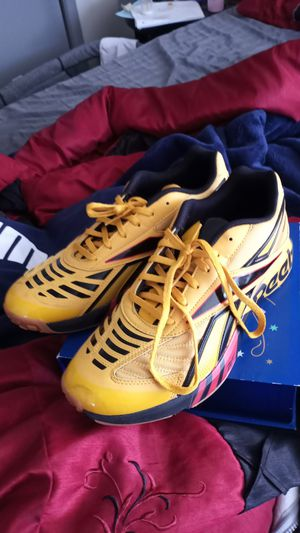 Yellow sport Reeboks size 10 for Sale in Waukesha, WI
