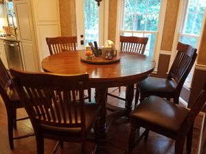 Bar top kitchen table 2 years old for Sale in Marietta, GA