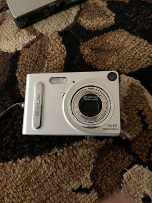 Casio EXILIM Z4U 4.0MP Digital Camera - Silver for Sale in Lemoore, CA