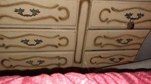 Antique dresser for Sale in Miami, FL