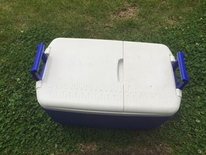 Cooler box for Sale in St. Louis, MO