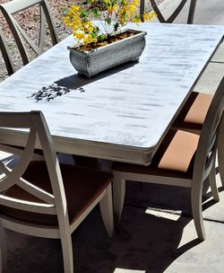 Beautiful Farmhouse Dining Table for Sale in Las Vegas,  NV