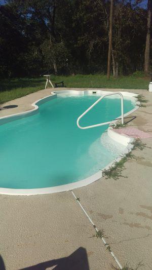 35 ft long 5ft deep fiberglass pool she'll and filter for Sale in Hudson, FL