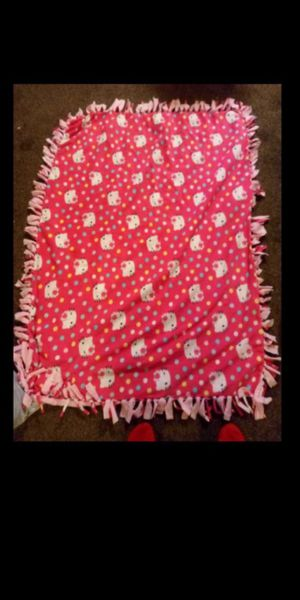 Hello Kitty knot tie very warm blanket $30 for Sale in Fresno, CA