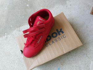 Reebok Classic size 6 for Sale in Raleigh, NC