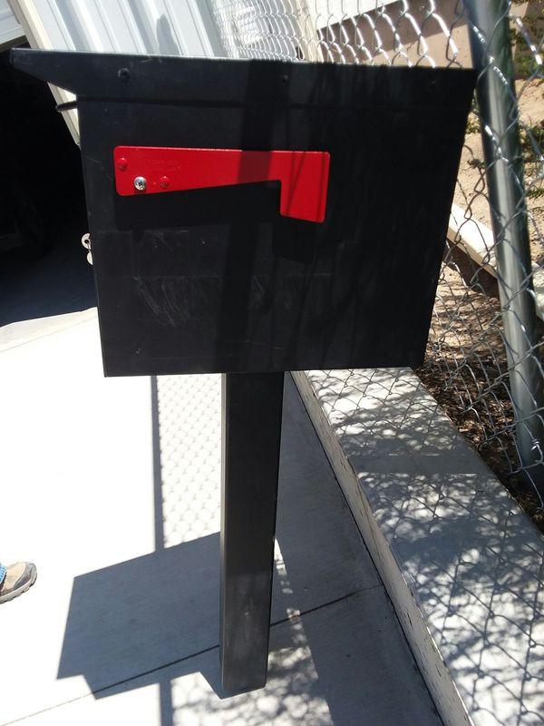 Anti theft locking mailbox