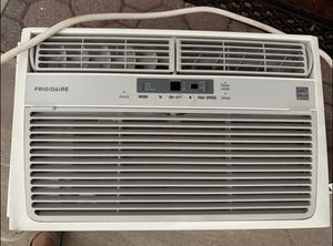 Frigidaire Window AC unit 8000 BTU for Sale in Lyndhurst, NJ