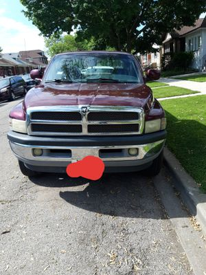 Dodge ram 1500 4x4 for Sale in Chicago, IL