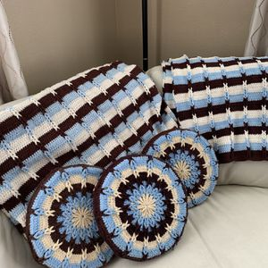 Homemade Crochet 2 Afghans &3 Pillow Set for Sale in Pleasanton, CA