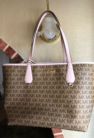 Michael kors large Tote 👜 like new used 1 time only 100 percent Autentic $70 price it's firm. I pay $198 for the bag for Sale in Phoenix, AZ