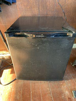 Everchill mini fridge for Sale in Imperial, MO
