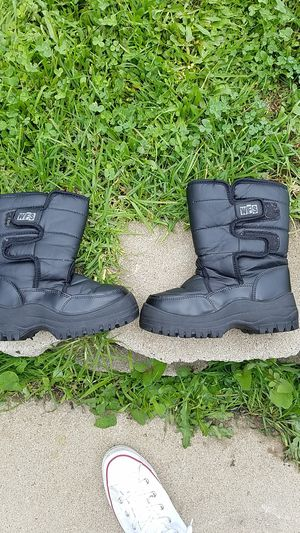 WFS Youth snow boots for Sale in La Mesa, CA