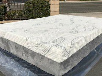 Queen Size Cooling Gel Memory Foam Mattress! for Sale in Whittier,  CA