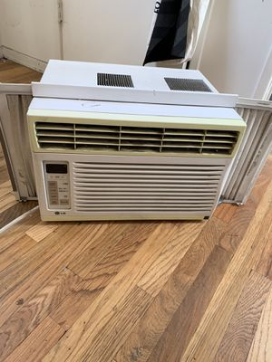 LG Window AC unit works great for Sale in West Hollywood, CA