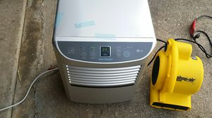Dehumidifier LG ld450eal for Sale in District Heights, MD