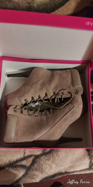 Just Fab beige lace up suaide Leather ankle boots,size 12. for Sale in North Ridgeville, OH
