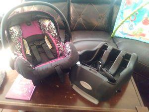 Evenflo infant car seat for Sale in Roseville, MI