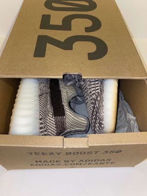 Adidas Yeezy Boost 350 V2 for Sale in Guadalupe, AZ