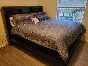 King size bed; wooden frame, mattress, and box spring for Sale in Lake Worth, FL