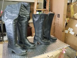 women's boots size 9 (both) for Sale in Arlington, TX