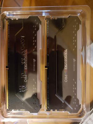CORSAIR - VENGEANCE RGB PRO 32GB for Sale in Brownsville, TX