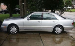 2000 Benz E420 selling parts!!! And motor for 420 for Sale in Houston, TX