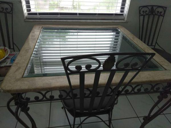 La Mesa de 4 silla y did Mesa del Centro