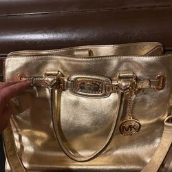 Michael Kors purse!!Good condition!!Clean inside and outside for Sale in Jurupa Valley,  CA
