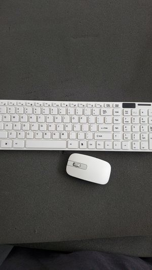 White wireless keyboard and mouse for Sale in North Las Vegas, NV