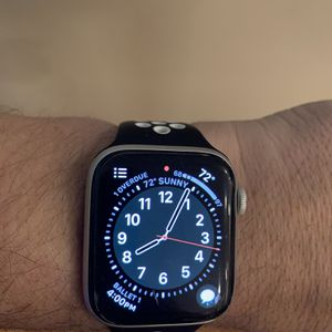 Apple Watch Series 4 GPS and LTE Cellular for Sale in Las Vegas, NV