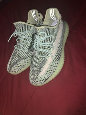 Yeezy 350v2 size 13 for Sale in Clinton, MD