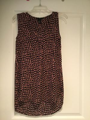 V neck HM top 100% polyester size 2, low front 27 inches, 31 inches back for Sale in Alexandria, VA