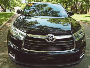 Price $18OO 2O15 Toyota Highlander for Sale in Stockton, CA