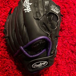 Rawlings softball glove size 12 and Black with purple for Sale in Lake Elsinore, CA