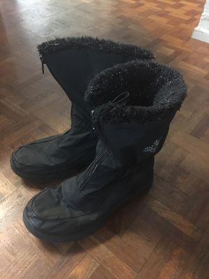 Snow boots, big kids size 4 for Sale in San Diego, CA