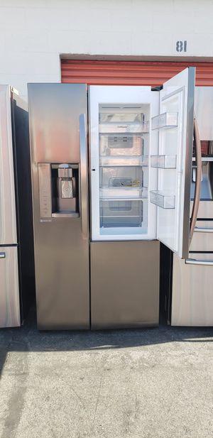 Refrigerador LG with showcase door for Sale in Gardena, CA
