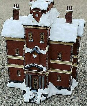 DISNEY A CHRISTMAS CAROL SCROOGE LIGHT UP HOUSE BUILDING RARE WORKS NICE! for Sale in Lake Elsinore, CA